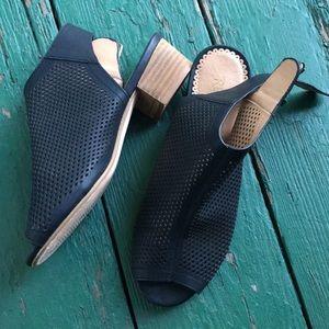 Open toed small heel shoe